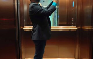 139804388 172509377975675 6228438076501297705 n Why do lifts have mirrors?